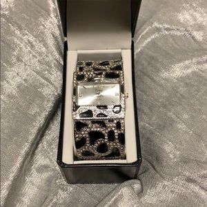 Watch leopard crystal black and silver